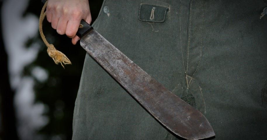 Homem com facão se recusa a usar máscara e ameaça fiscais da vigilância epidemiológica em Guaratinga