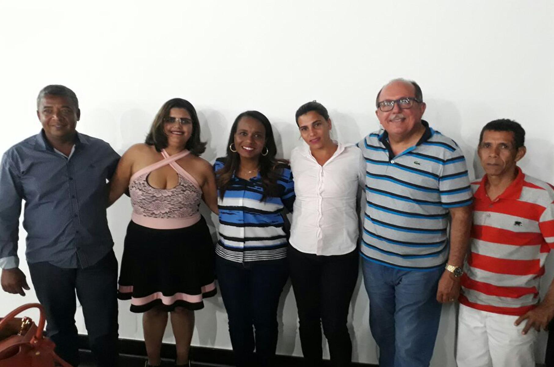 Lideranças de Guaratinga ao lado da deputada federal Tia Eron e deputado estadual José de Arimatéia