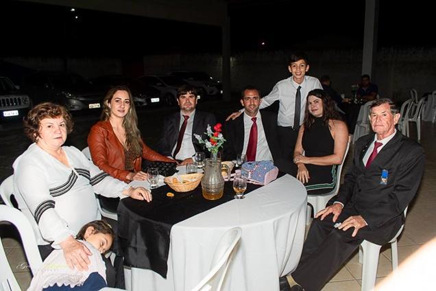 Pedro Sossai Costa com Terezinha (avó) / Jaciele e Alex Sossai (tios) / Mark Lemon e Jaciara (pais) / José Sossai (avô)