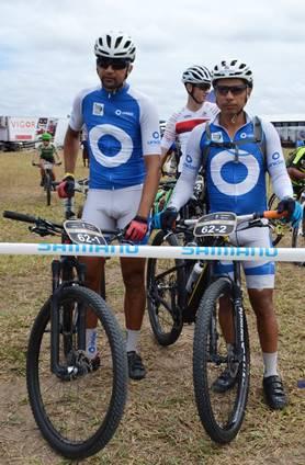 Bikers Gilmar Almeida e Elias Sila/Guaratinga/Eunápolis (Foto: Estevão Silva)