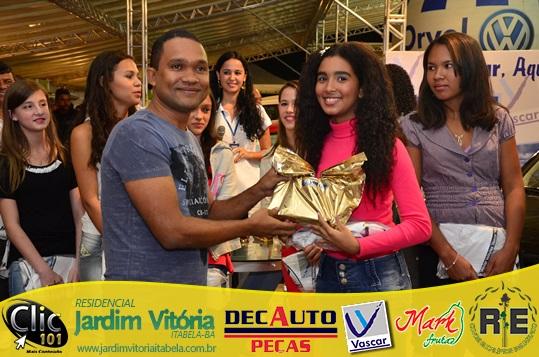 Em 2013, durante a Festa do Café, recebendo das mãos do empresário Emerson Vasconcelos o prêmio do concurso de redação.