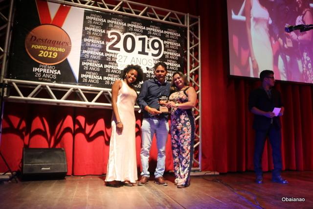 """O engenheiro elétrico Anderson Lage e Edilene Vasconcelos levaram o troféu em nome da Mundial Led como """"Melhor loja de luminárias e projetos para residências e hotelaria"""""""