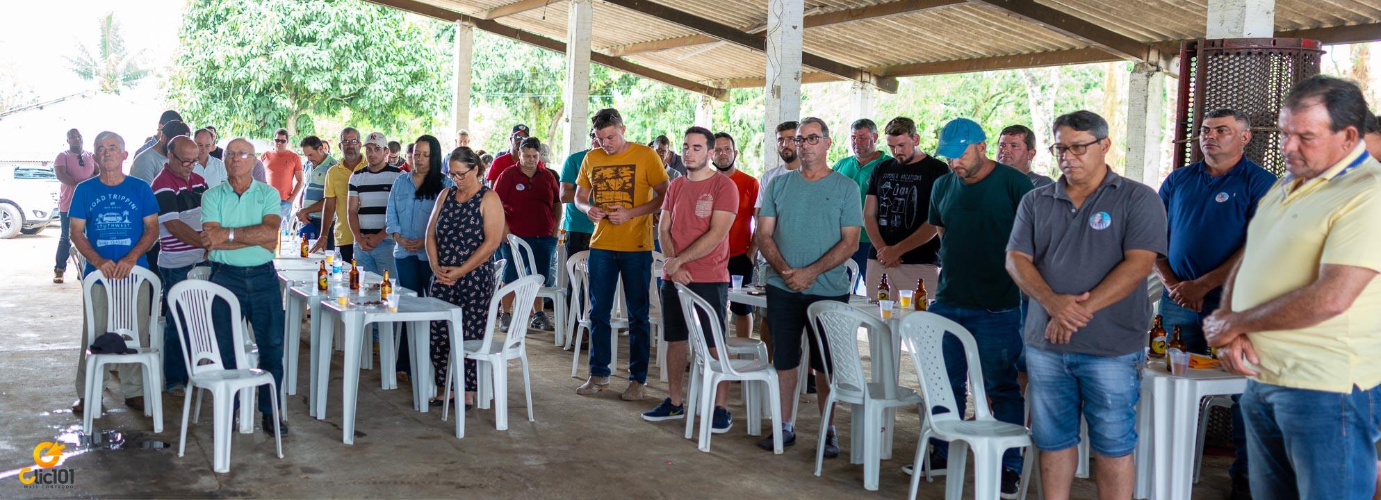 Oração ao início da reunião.