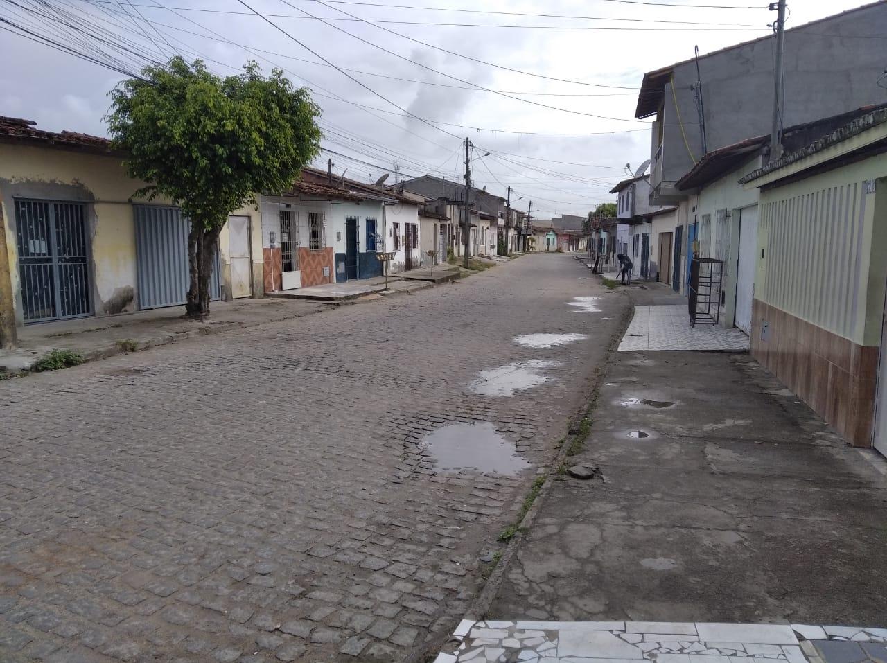 Rua que ainda tem algumas casas bem antigas