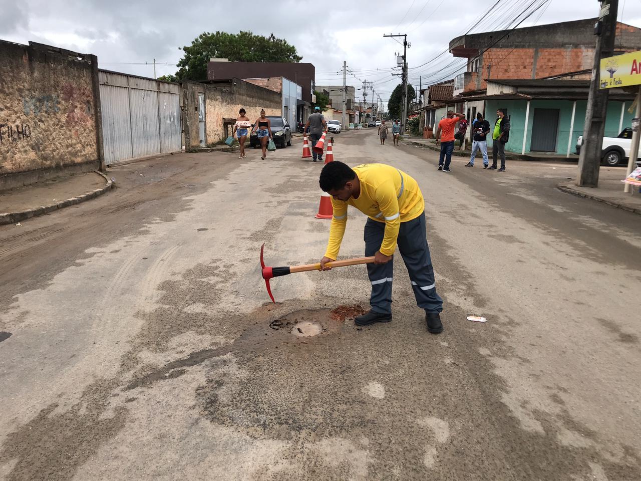"""Megaoperação """"Tapa-Buracos"""" foi iniciada na Rua Dom Vital, no bairro Juca Rosa"""