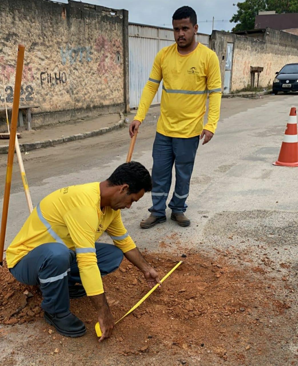 Trabalhadores mediram tamanho dos buracos e espessura do asfalto