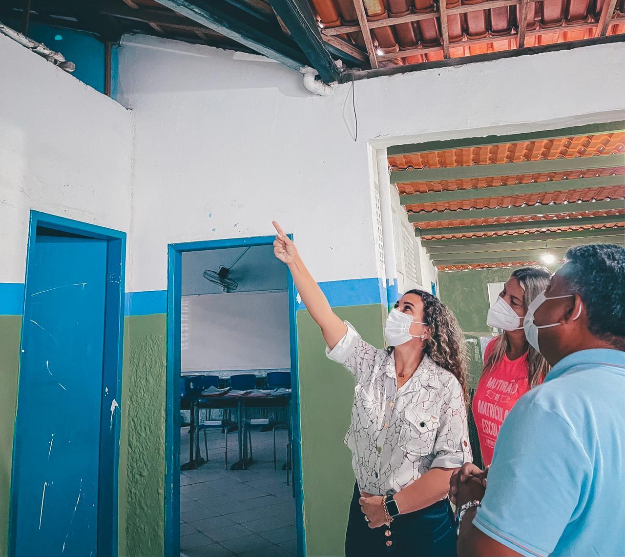 Cordélia Torres vistoriou serviços como manutenção, capina e poda nas escolas